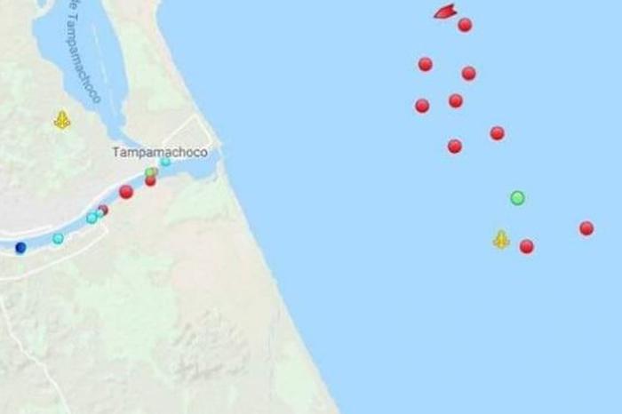 AMLO confirma espera de buques en costas de Veracruz para descargar combustible
