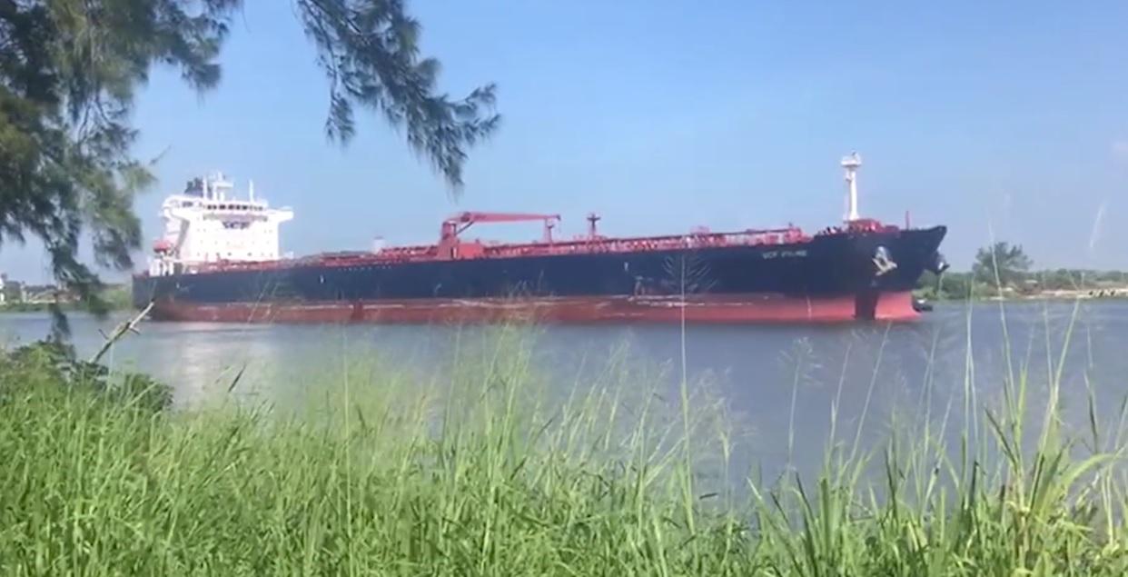 Primer buque con crudo importado a México llega a Coatza