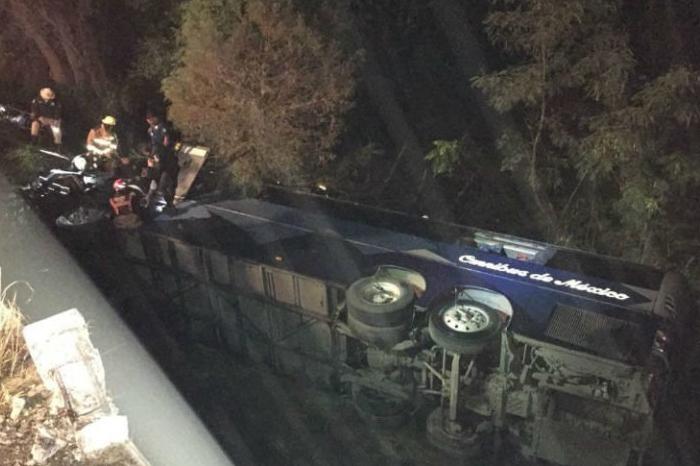 Seis muertos por caída autobús a voladero en Montemorelos; viajaba a Veracruz