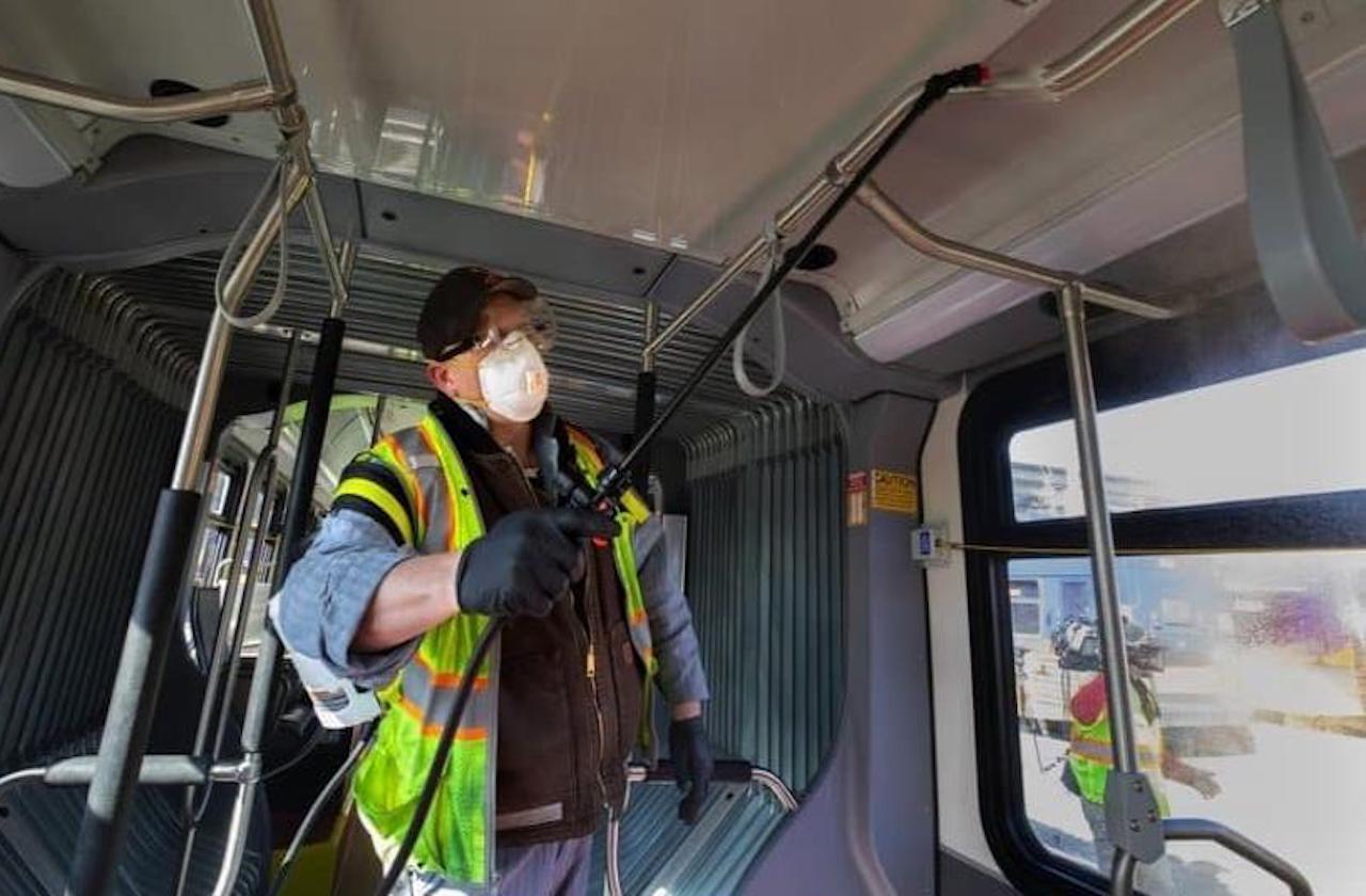 Desinfectan autobuses de Orizaba ante pandemia de Coronavirus