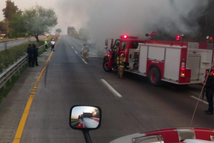 Se incendia autobús de pasajeros en la autopista Orizaba-Córdoba