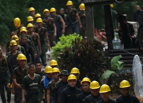 Buzo muere en misión de rescate de niños atrapados en cueva de Tailandia