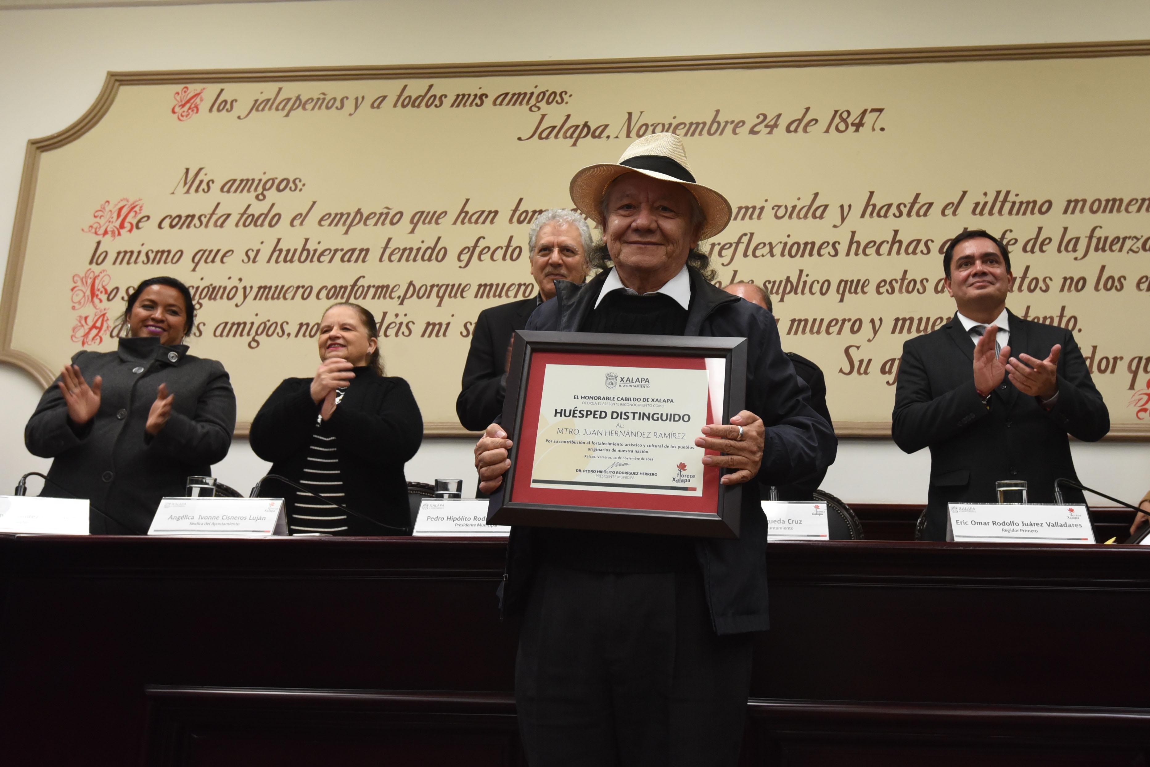 """Medalla y Diploma """"Adolfo Ruiz Cortines"""" para poeta veracruzano"""
