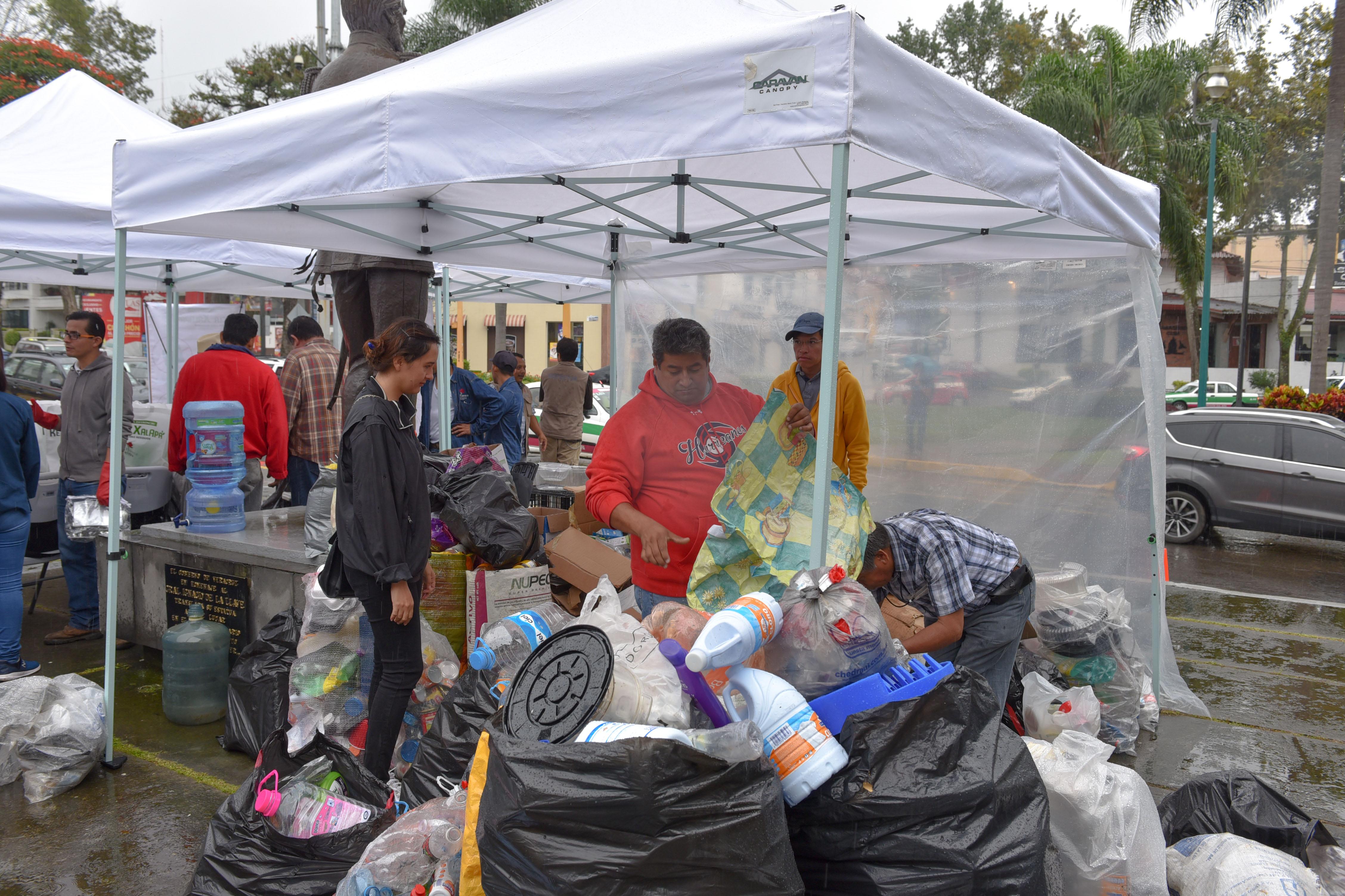 Colectan más de 30 toneladas de residuos en