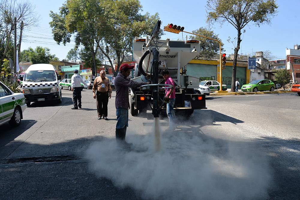 Prueba de bacheo en avenidas Miguel Alemán y Villahermosa de Xalapa