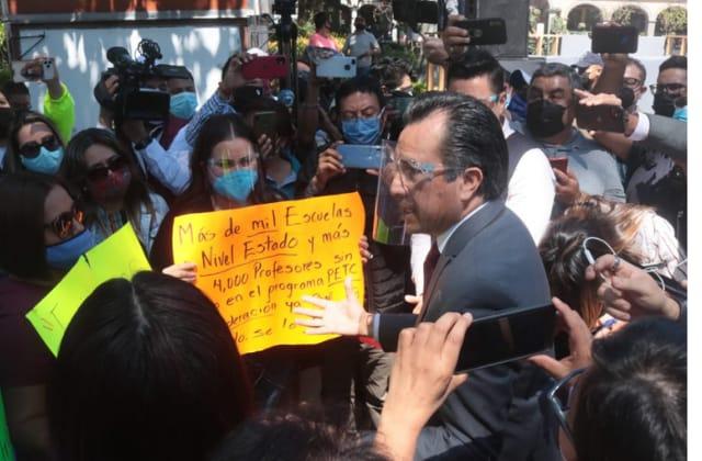 Maestros exigen al Gobernador y a la SEV pagos pendientes desde agosto