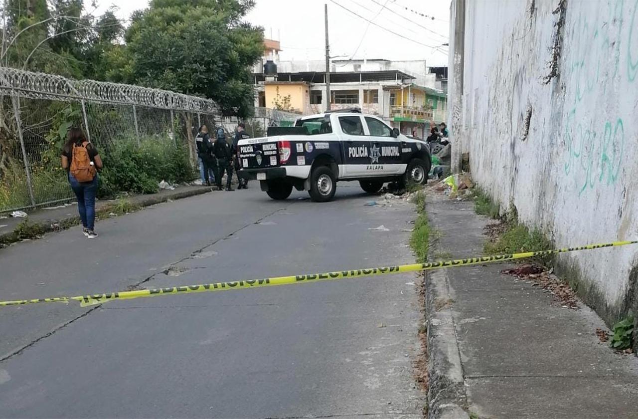 Hallan cadáver en bote de basura en plena calle de Xalapa
