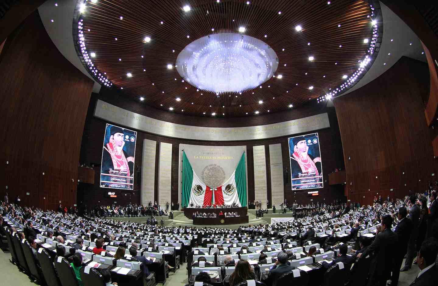 Cuitláhuac pide a diputados federales realizar auditoría a Yunes Linares