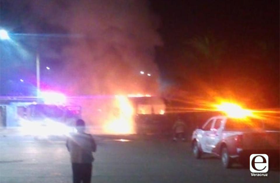 VIDEO   Incendian otro camión en Coatzacoalcos