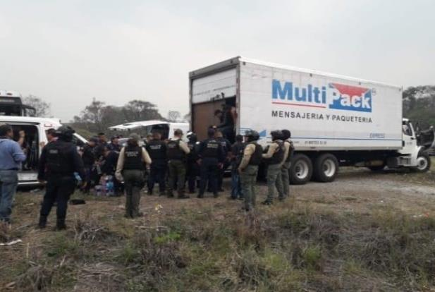 Abandonan a más de 100 migrantes en Veracruz