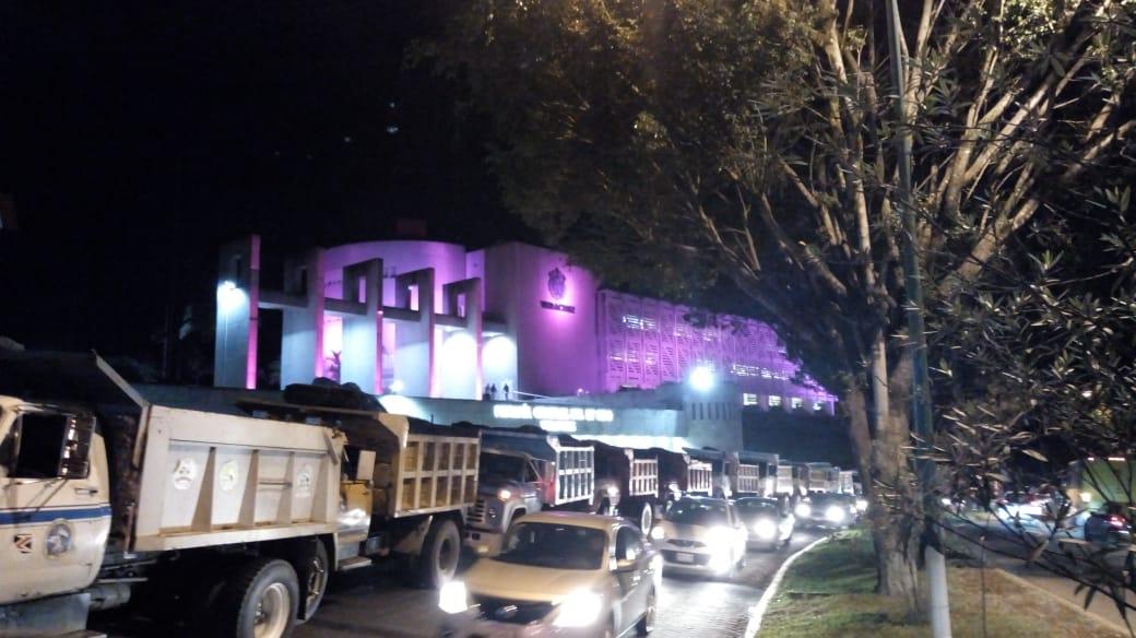 Camioneros amagan con continuar movilizaciones este martes