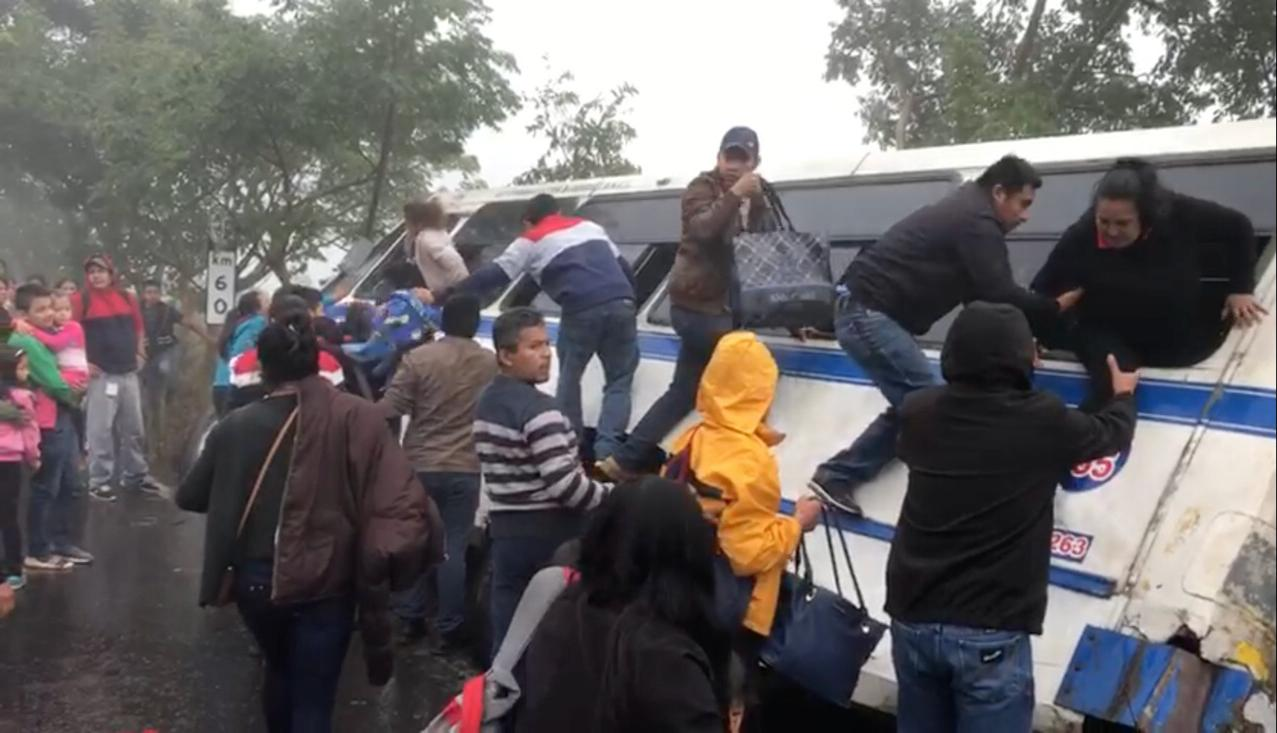 Camión de Banderilla se descarrila en carretera Misantla-Xalapa