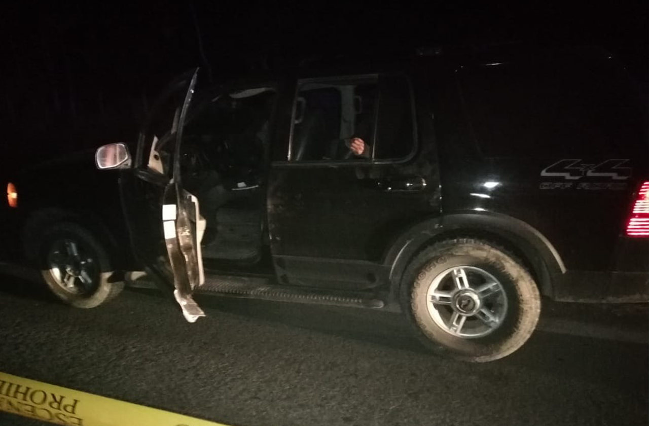 Abandonan camioneta con cadáveres en José Azueta