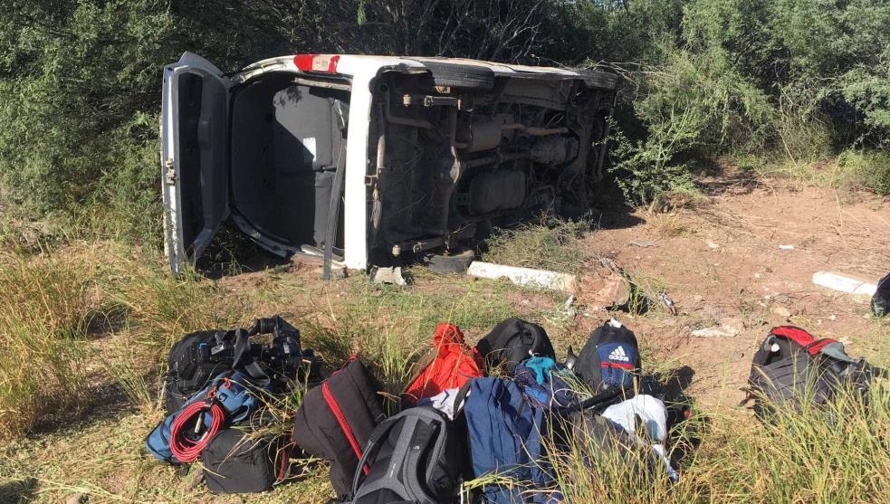 Se accidenta camioneta con periodistas en gira de AMLO en Sonora