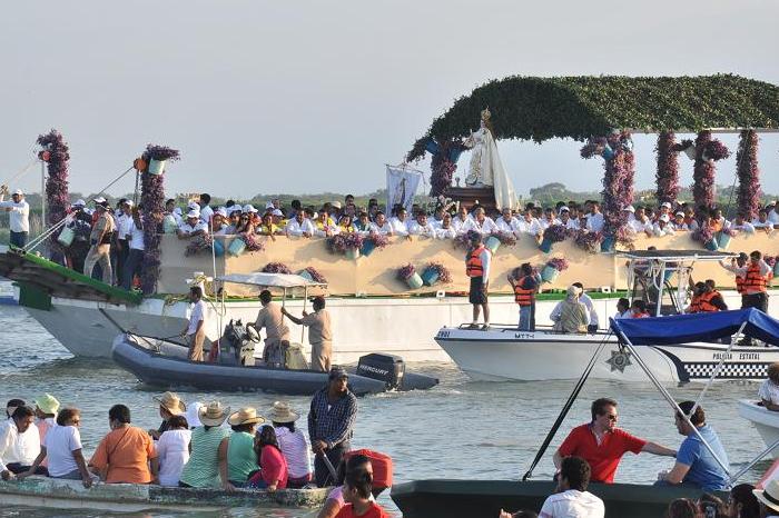 Pescadores piden fin a la pandemia a virgen de Tlacotalpan