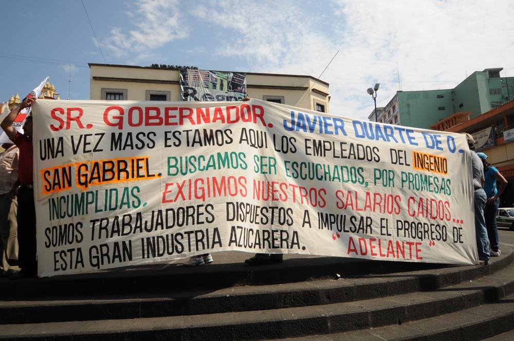Trabajadores del ingenio San Gabriel exigen el pago de 5.5 mdp