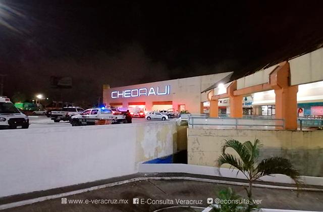"""Capa de humo en plaza """"Crystal"""" genera movilización en Coatza"""