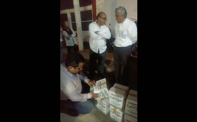 Edil de Minatitlán acusa despensas caducas; gobierno de Veracruz lo niega
