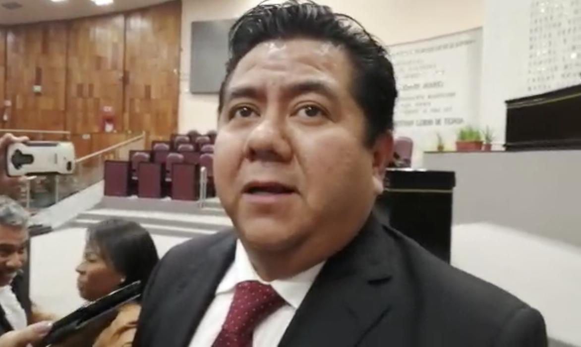 Magdaleno Rosales actúa como animalito, responde Eric Domínguez