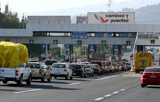 Aumenta precio en casetas de CAPUFE; transportistas inconformes