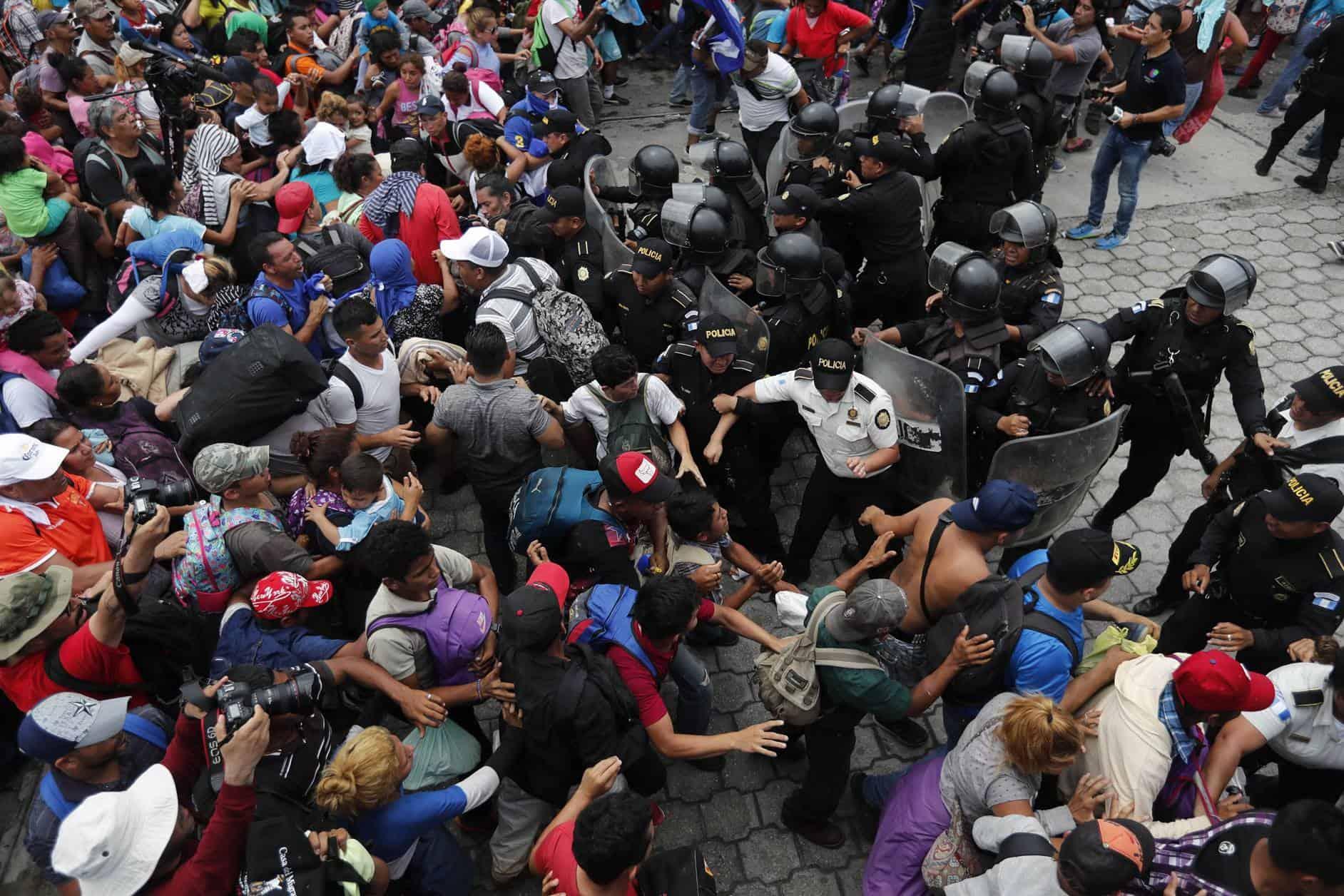 Migración atiende a caravana y tras conflicto regresa el orden