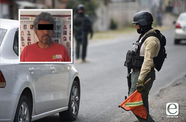 """Detienen a presunto """"halcón"""" en Cardel; espiaba a policías"""