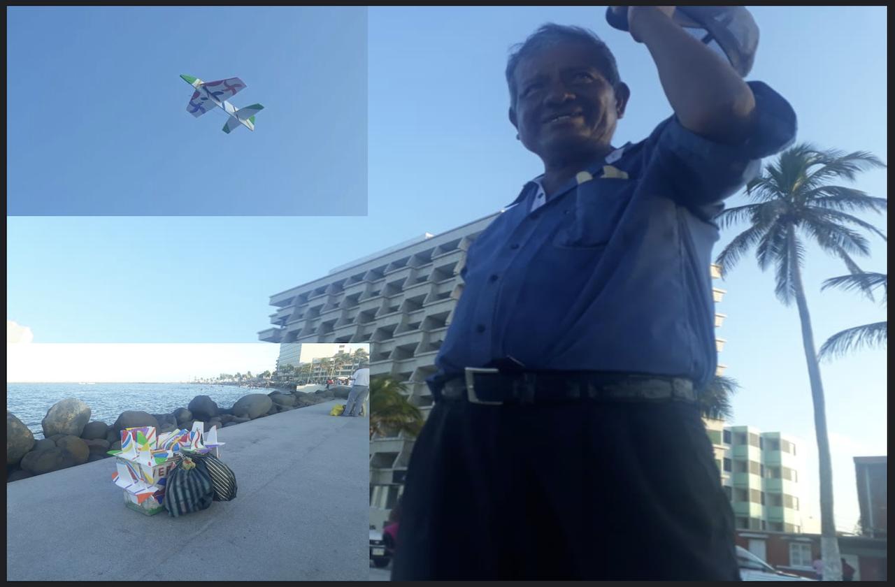Carlos mantiene vivo el oficio de hacer avioncitos en el puerto