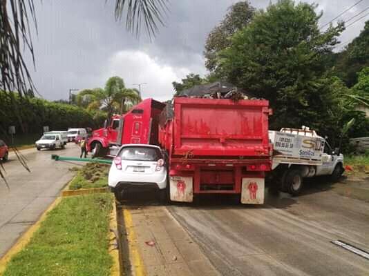 Fuerte carambola en la carretera a Coatepec