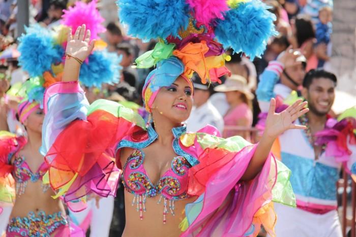 Color, baile y alegría en el primer desfile del Carnaval de Veracruz