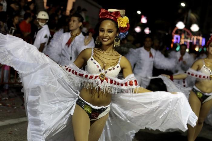 Critica hotelero posible recorte de desfiles del Carnaval de Veracruz