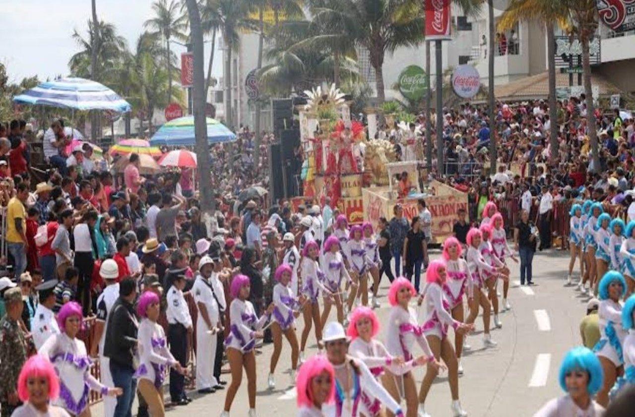 Vecinos de Veracruz pasan días tranquilos con Carnaval virtual