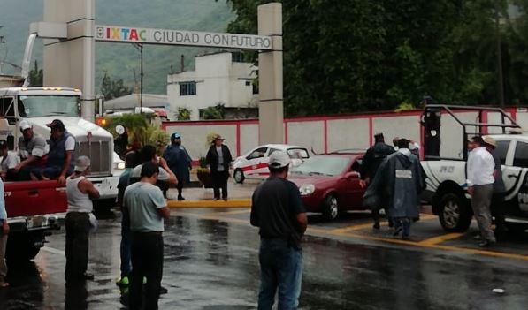 Con manifestación, logran abrir paso en carretera Ixtaczoquitlán- Tuxpanguillo