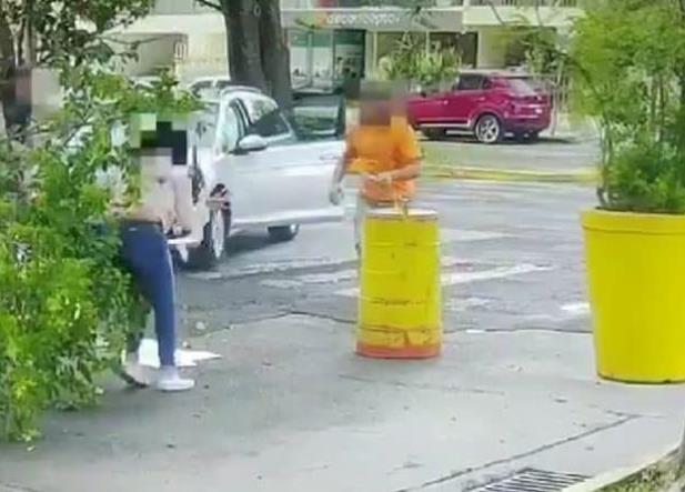 VIDEO: Hombre atropella y apuñala a su ex esposa en Jalisco