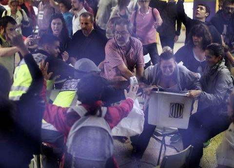 Por votación de referéndum en Cataluña hay 844 heridos