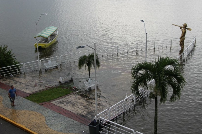 Lluvia histórica en Catemaco, hay una persona desaparecida