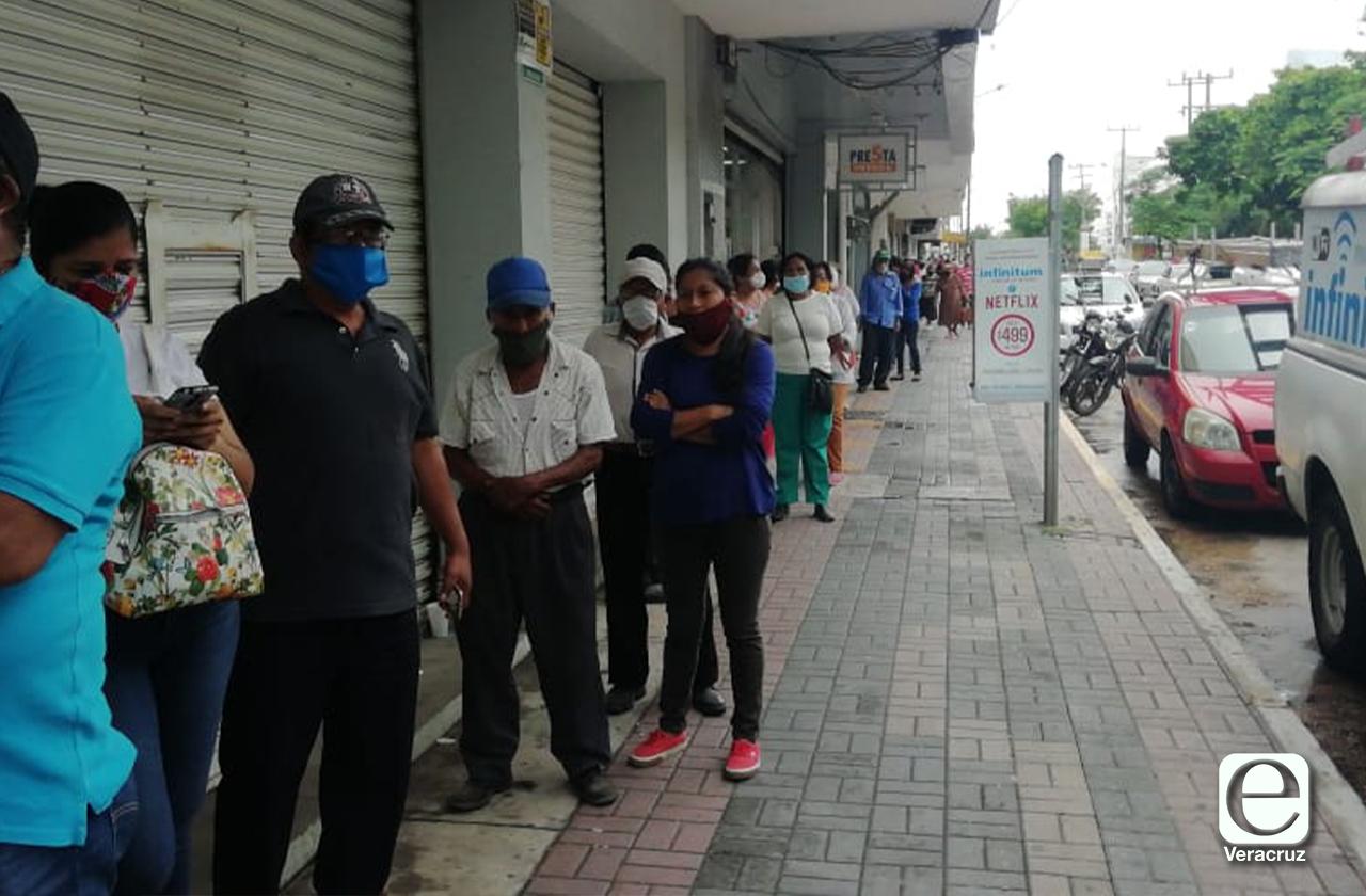Comercios reabren y hay más actividad en el centro de Coatza
