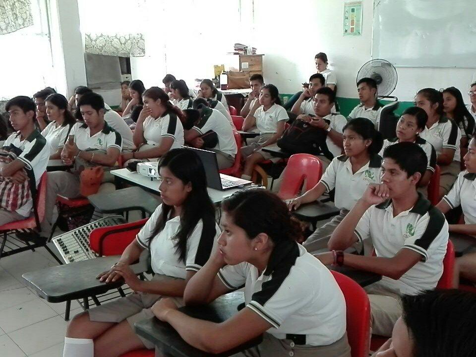 Desertan alumnos del CECYTEV por embarazos y falta de recursos