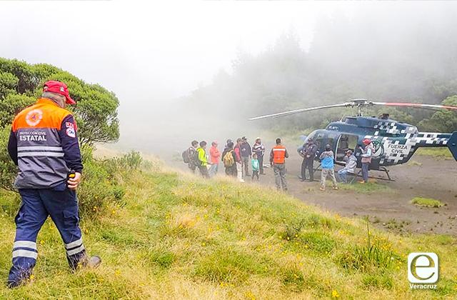 Rescatan a 3 excursionistas perdidos en cerro de Mariano Escobedo