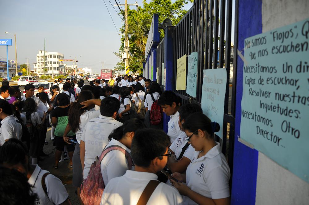 Estudiantes toman las instalaciones del Cetis 79