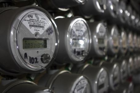 En abril bajan tarifas eléctricas a tasa mensual