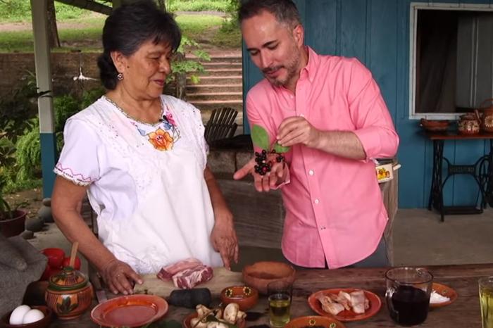 ¿Costillas en salsa de chagalapoli? Llevan gastronomía de Los Tuxtlas a la TV nacional