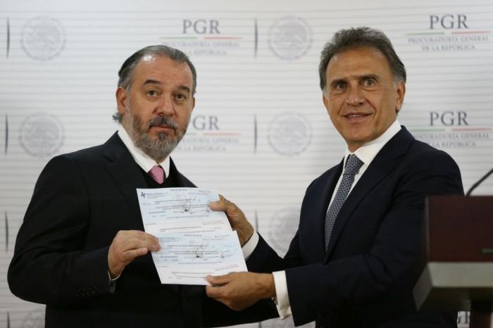 PGR devuelve a Yunes Linares 171 mdp saqueados por Duarte