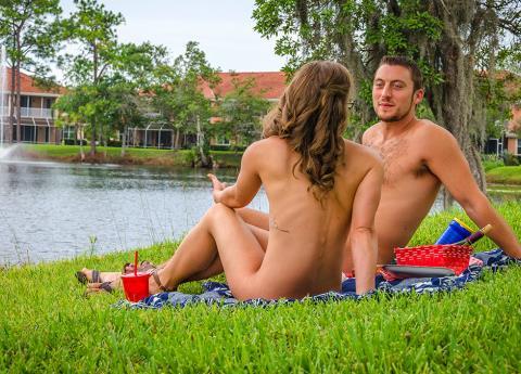 Desnuda... Así llegó una chica a su cita de Tinder
