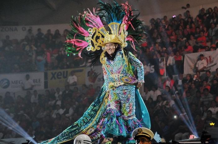 El Rey de la Alegría hace la fiesta en las calles de Veracruz