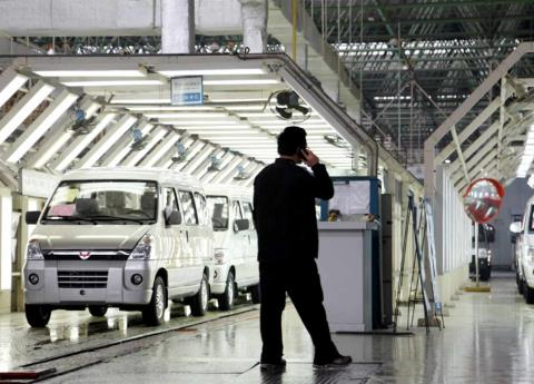 China reduce hasta el 15% aranceles a importación de autos