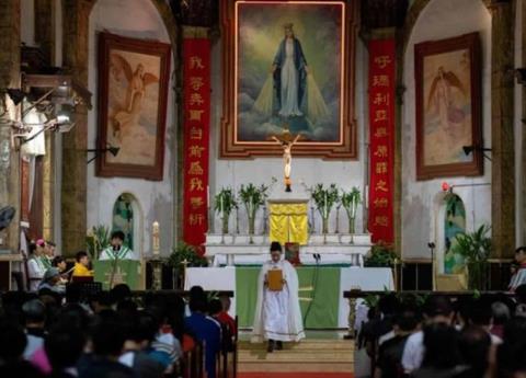 Sacerdotes califican de traición el acuerdo entre China y el Vaticano