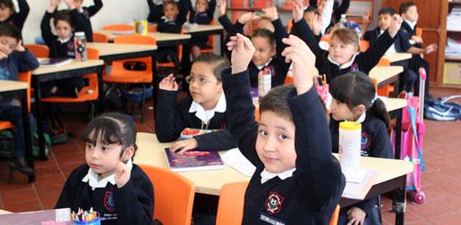 """Escuelas no tendrán """"puente"""" el próximo lunes: SNTE"""