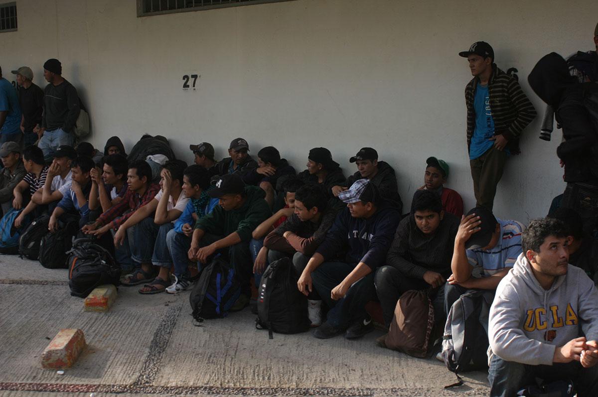 Contratación de migrantes en el sur genera polémica