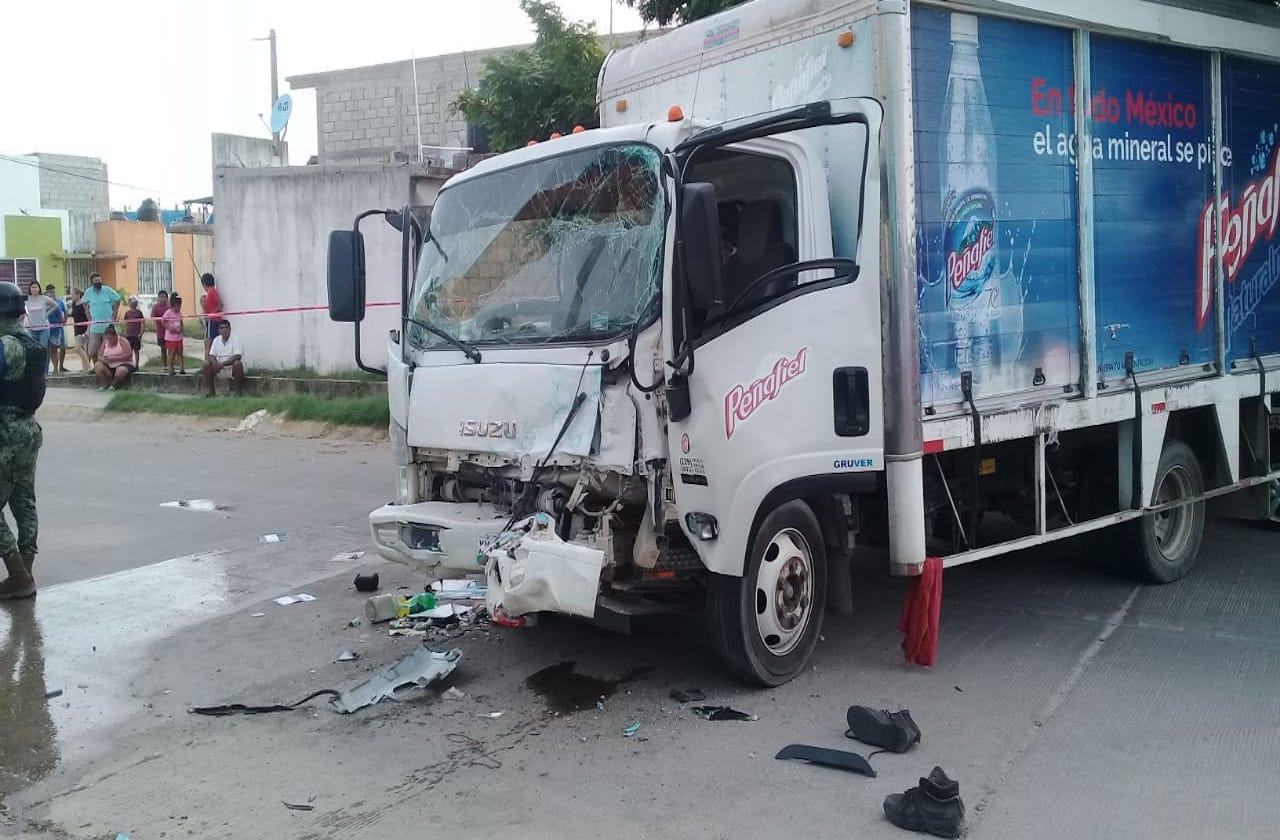 Choca camión refresquero contra vivienda de Coatza