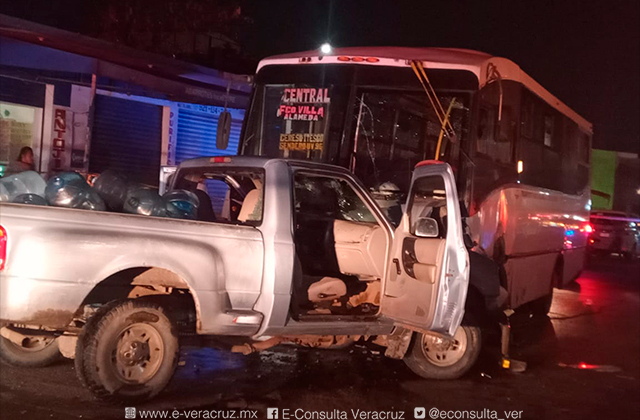 Chofer ebrio ocasiona choque en Coatza, hay 10 lesionados